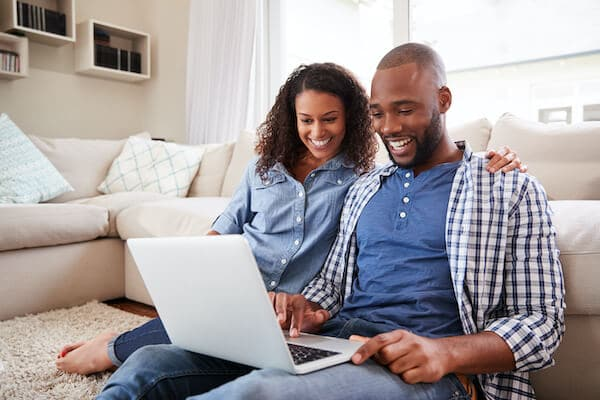 a couple blogging for real estate seo